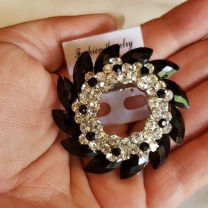 Jewelry - Black Rhinstone round Brooch